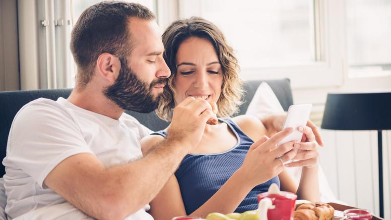 Czy miłość może wyrabiać złe nawyki żywieniowe?