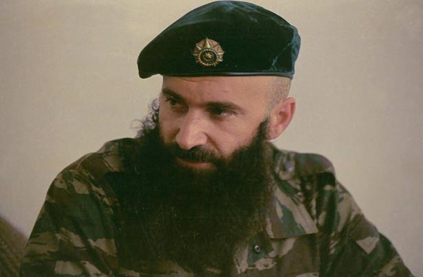 14-19 czerwca 1995 - Atak na Budionnowsk Akcję przeprowadziła grupa czeczeńskich separatystów pod wodzą Szamila Basajewa. Zginęło co najmniej 180 osób (w tym ponad 140 cywilów). Grupa 80 - 150 Czeczenów przebranych w rosyjskie mundury wjechała na teren szpitala w kilku samochodach. Dokumenty, którymi się posługiwali wykazywały, że wiozą trumny ze zwłokami. W Mineralnych Wodach czekał na nich wyczarterowany samolot do Moskwy, gdzie wg planu mieli zaatakować Kreml. Jadąc do miasta Czeczeńcy natknęli się za posterunek milicji. Posterunkowi milicjanci zażądali, by konwój pojechał za nimi pod miejscowy budynek MSW. Część milicjantów na widok uzbrojonych ludzi zaczęła się ostrzeliwać, a obaj eskortujący milicjanci zostali zastrzeleni przez Czeczenów podczas próby ucieczki. Doszło do wymiany ognia i Rosjanie zabarykadowali się w budynku MSW, który Czeczeni podpalili. Ludzie Basajewa ruszyli przez miasto i dotarli do budynku administracji miejskiej, gdzie ich sanitariuszka wywiesiła flagę czeczeńską. Czeczeni wzięli zakładników i skierowali się następnie w kierunku szpitala miejskiego; po drodze weszli do szkoły medycznej, gdzie pojmali studentki medycyny. Wszystkich schwytanych w okolicy szpitala mieszkańców miasta bojownicy spędzali pod rosyjskim ostrzałem do szpitala. Ogółem wziętych do niewoli zostało ok. 1500-1800 zakładników. W odpowiedzi, Rosjanie przywieźli do Budionnowska dużą grupę cywilnych więźniów czeczeńskich (w tym kobiet i dzieci) z nadzieją dokonania wymiany zakładników. 16 czerwca oblegający Rosjanie (w tym ochotnicy kozaccy) zaatakowali szpital pod osłoną wozów pancernych. 17 czerwca o świcie Czeczeni odparli drugi atak rosyjski z rzędu. 17 czerwca rozpoczęły się negocjacje – zwolniono 227 zakładników, a do szpitala wpuszczono dziennikarzy (Basajew przeprowadził konferencję prasową). 18 czerwca, po osobistej rozmowie telefonicznej Basajewa z premierem Rosji Wiktorem Czernomyrdinem, Rosjanie tymczasowo wstrzymali działania wojenne w Czeczenii, po czym zwol