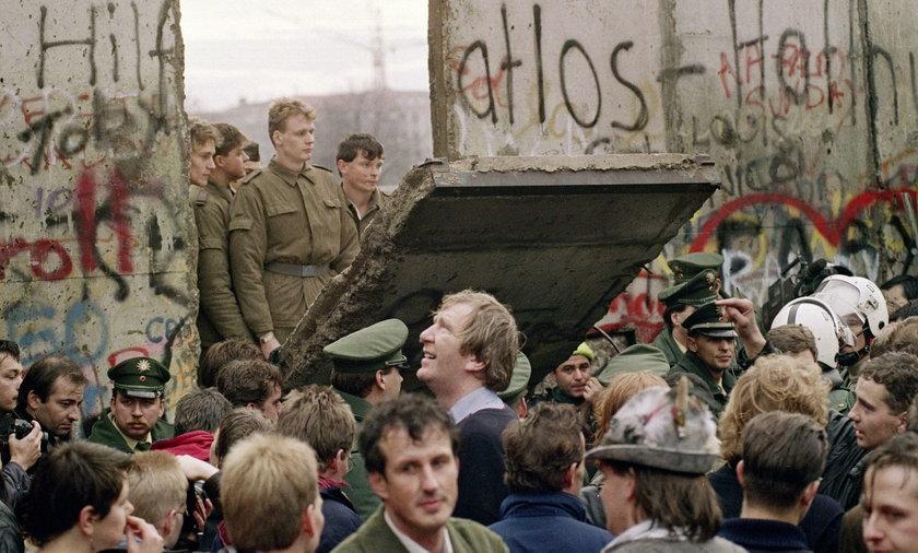 Mur berliński. Podzielił świat, odbierał życia...