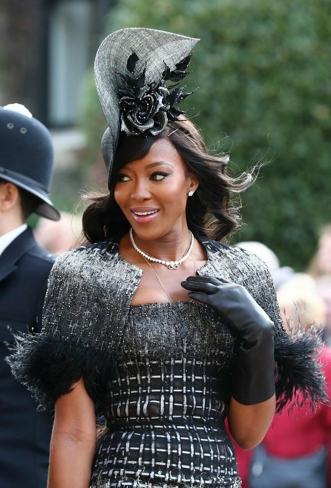 Naomi je poznata po dugoj crnoj kosi