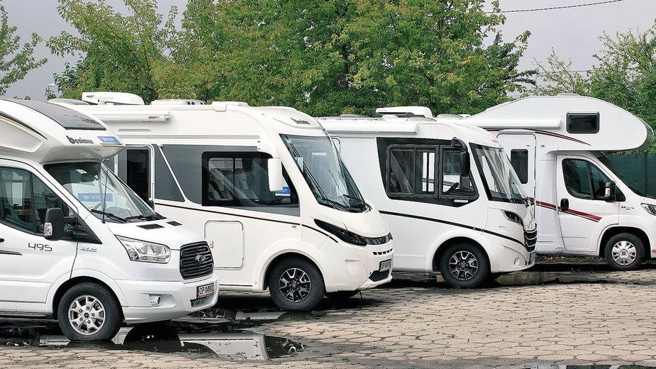 W Polsce funkcjonuje obecnie około 170 wypożyczalni kamperów i przyczep. Przeważnie ich flota składa się z 3-5 pojazdów, ale są też dużo większe.