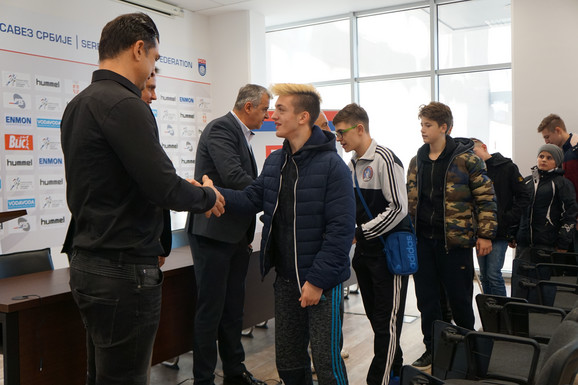 Mlade igrače RK Štrpce dočekali su predsednik RSS Božidar Đurković i potpredsednik Dragan Škrbić
