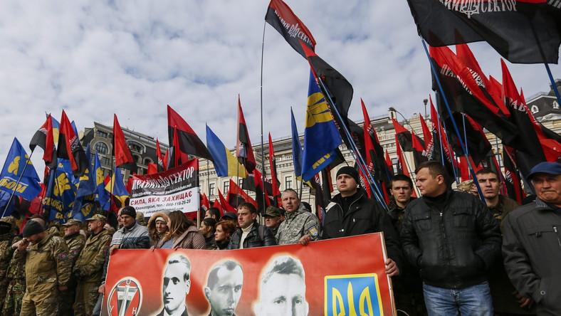 Demonstranci domagali się uwolnienia aresztowanych nacjonalistycznych działaczy. Wśród haseł były również postulaty polityczne.
