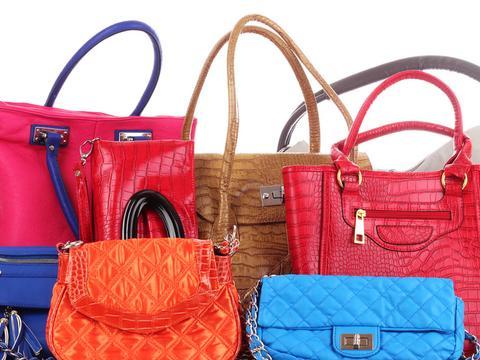 3c275e0b84dc1 Kup torebkę i wygraj staż. Afera po kampanii firmy Caprisa - Biznes