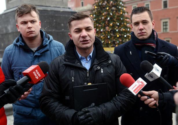 """Pławski podkreślił, że według MW polskie władze powinny wdrożyć procedury prawne """"blokujące możliwość wjazdu do naszego kraju przedstawicieli niektórych kręgów kulturowych i etnicznych"""""""