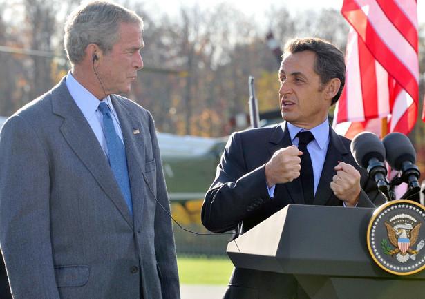 Prezydenci USA i Francji George W. Bush i Nicolas Sarkozy oraz przewodniczący Komisji Europejskiej Jose Manuel Barroso oświadczyli po spotkaniu w Camp David, że w przyszłym tygodniu zamierzają zasięgnąć opinii pozostałych przywódców światowych na temat tej propozycji. Fot. PAP