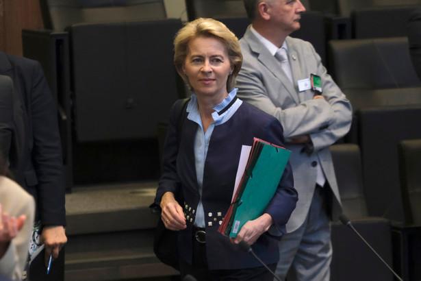 """Niemka chce też instrumentu prawnego, który zapewniłby, że każdy pracownik w UE miałby """"sprawiedliwą płacę minimalną"""", która pozwalałaby mu na godne życie w kraju gdzie pracuje."""