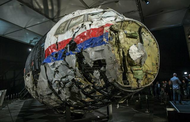 Delimično rekonstruisani delovi aviona pokazani danas u Holandiji