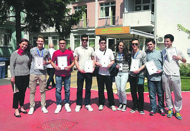 Uspešni na državnom prvenstvu: đaci sa profesorkom
