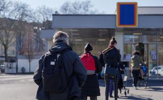Morawiecki: Nie planujemy dodatkowych niedziel handlowych