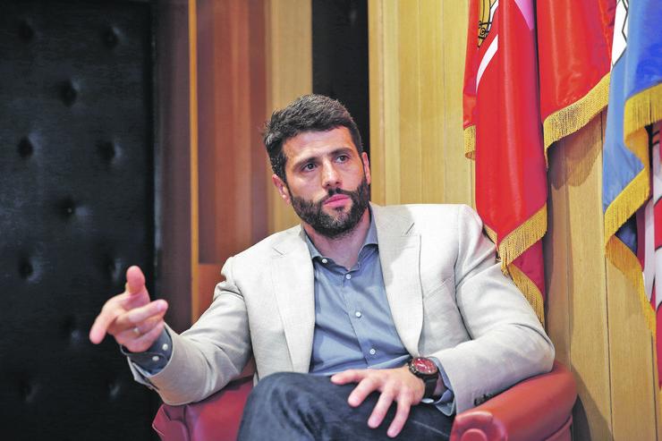 Prvi opozicionar koji je doneo odluku da izađe na republičke izbore, što može da mu pomogne u kampanji