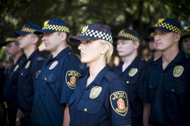 Nowe prawo będzie uprawniało strażników gminnych do nakładania mandatów dopiero po 7 dniach od opublikowania