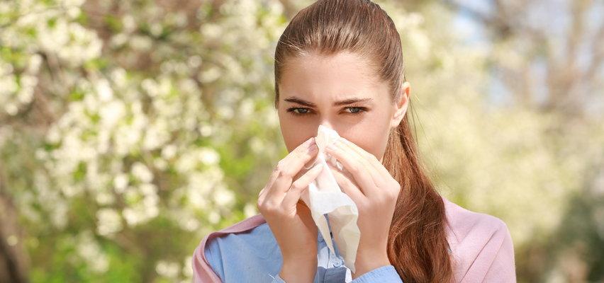 Też kichasz i kaszlesz? Częste przeziębienia latem to nietypowy efekt pandemii...