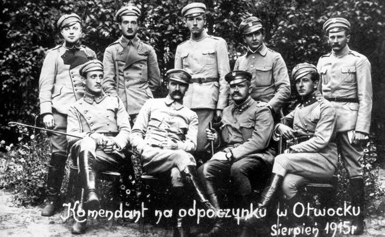 """Józef Piłsudski """"na odpoczynku w Otwocku"""", sierpień 1915 r."""