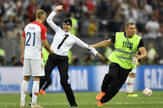 PUTINU SE OVO NIJE SVIDELO Kada su feministkinje prekinule finale Mundijala, igrač Hrvatske je uradio nešto NEOČEKIVANO
