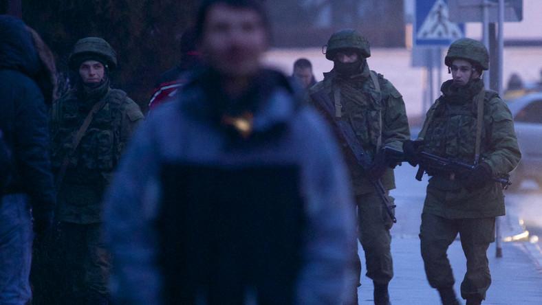 Żołnierze rosyjskiej piechoty morskiej