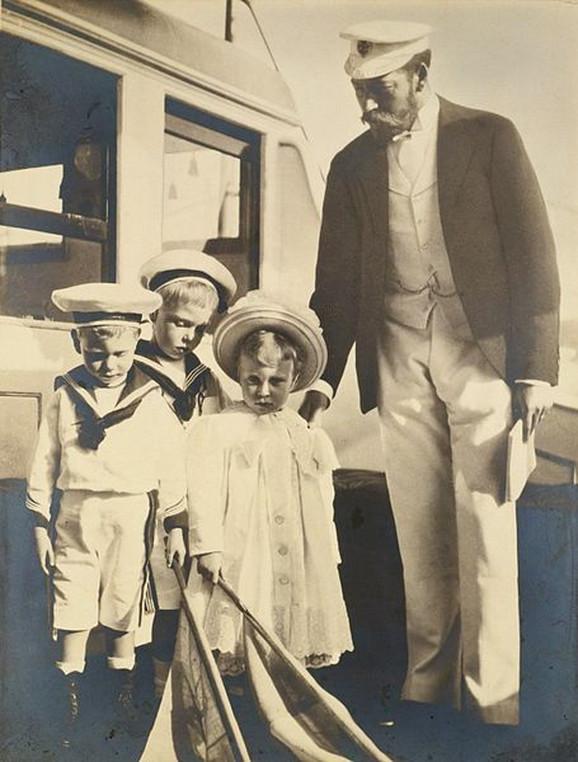 Kralj Džordž V s decom