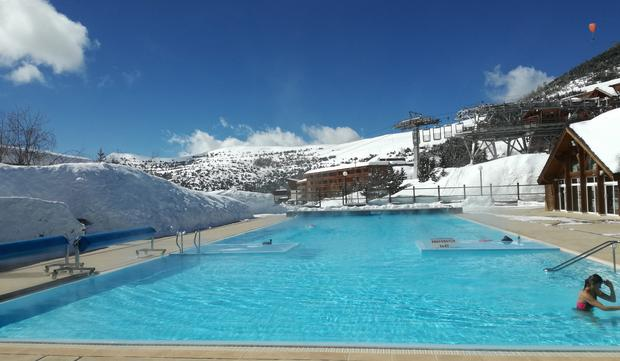 Odkryty basen w L'Alpe d'Huez
