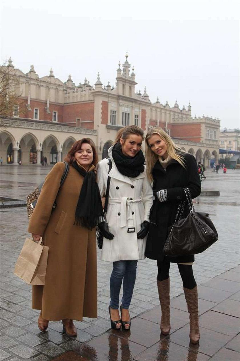 Joanna i Marta Krupa z mamą w Krakowie. FOTO