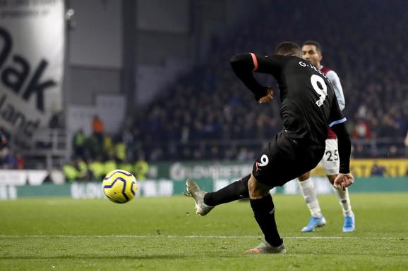 Gabrijel Žezus postiže vodeći gol na meču Barnli - Mančester siti