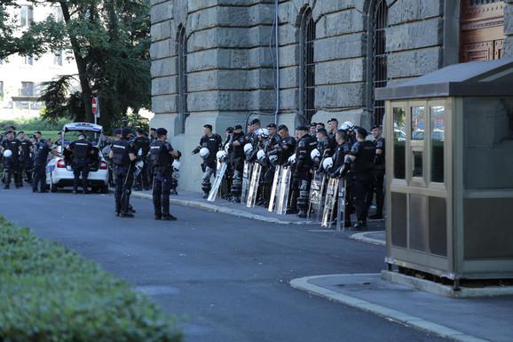 Sve više policije
