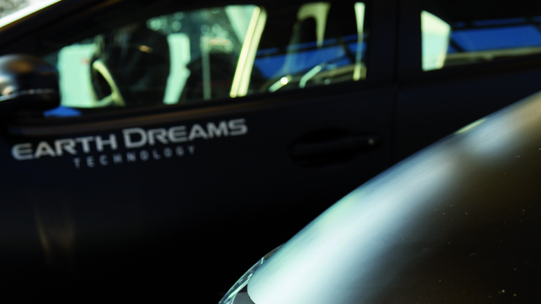 W Tokio fani motoryzacji szykują się na otwarcie międzynarodowego salonu samochodowego. Na domowym podwórku nie zabraknie Hondy, która pochwali się swoimi dotychczasowymi dokonaniami...