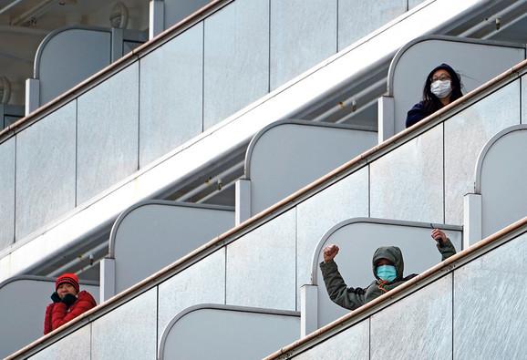 Putnici su juče dobili dozvolu da nakratko izađu na svež vazduh