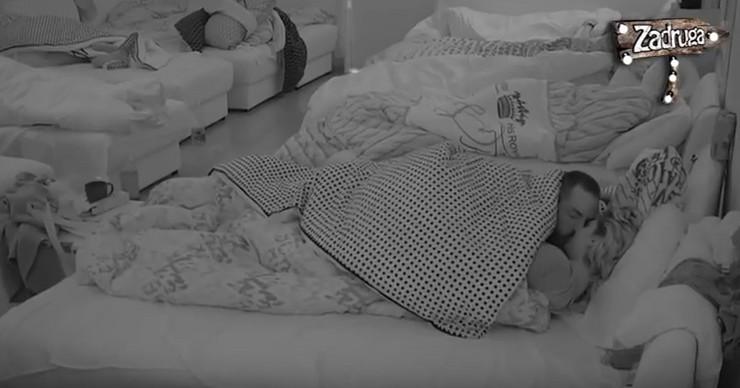 """VRELA AKCIJA U """"ZADRUZI 2"""": Dohvatili se ispod pokrivača i nisu mogli da se obuzdaju"""