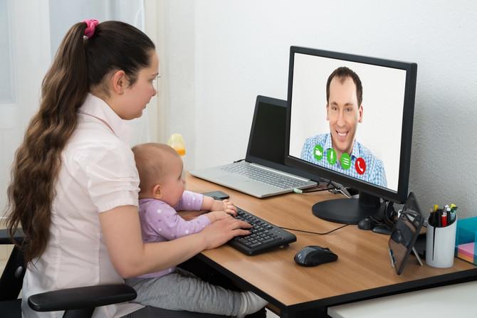Zaposlenim roditeljima male dece izolacija je posebno teška