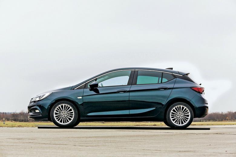 Kompaktowe przetasowanie - nowy Hyundai i30 kontra Mazda 3, Opel Astra, Peugeot 308 i Renault Megane