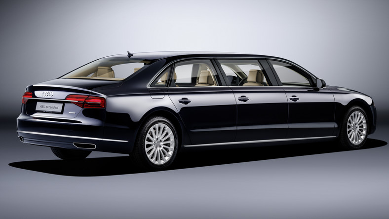 Audi A8 L extended - 6- drzwiowy model