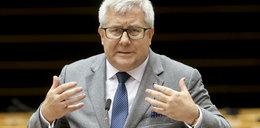 """Rewelacje o Czarneckim. Media o śledztwie ws. wyłudzeń i """"pracowitości"""" europosła"""