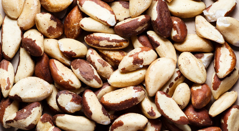 10 Healthy Low-Carb Nuts You Can Eat On The Keto Diet, According To Nutritionists