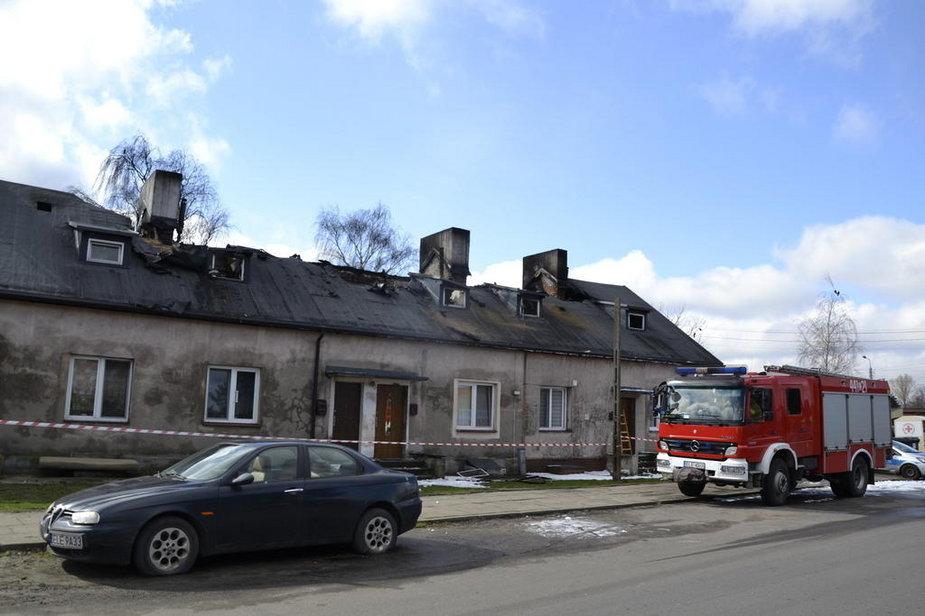 Budynek mieszkalny po pożarze w Piątku