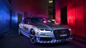 Policyjne auto z 450-konnym silnikiem