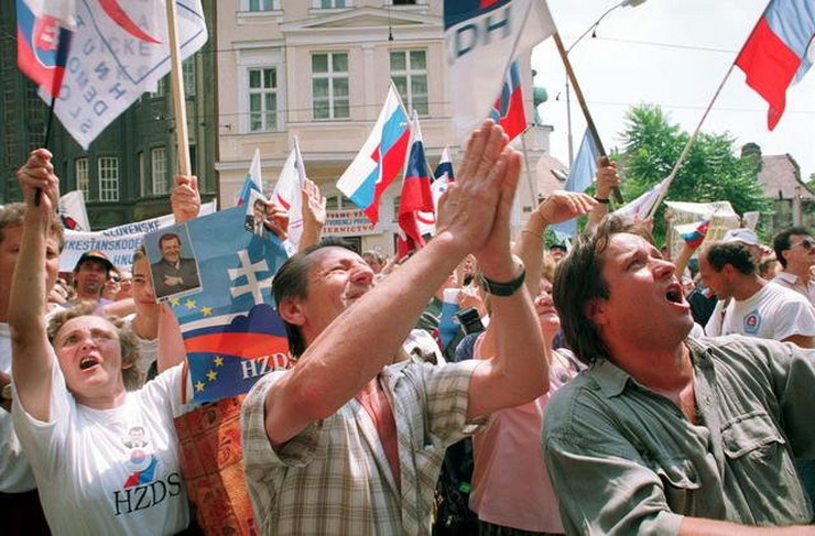 537854_bratislava-plisana-revolucija-ap