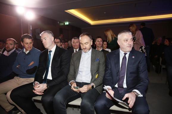 Delegacija iz Olimpijskog komiteta Srbije, Damir Štajner i Đorđe Višacki, uz Zorana Petrovića iz Rajfajzen banke i predsednika KSS-a Predraga Danilovića