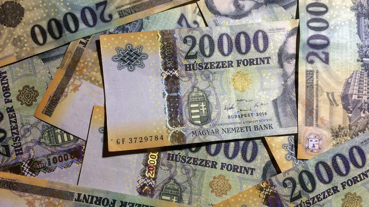 Eldőlt: 200 ezer forintra  emelik jövőre a minimálbért
