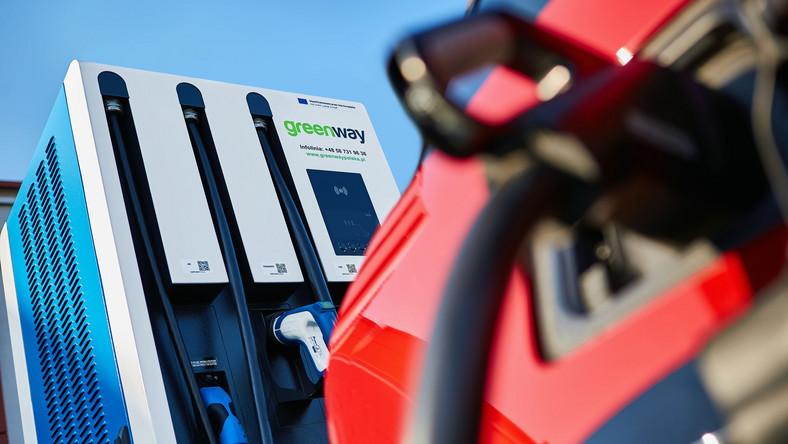 Ładowanie auta elektryczego na stacji GreenWay