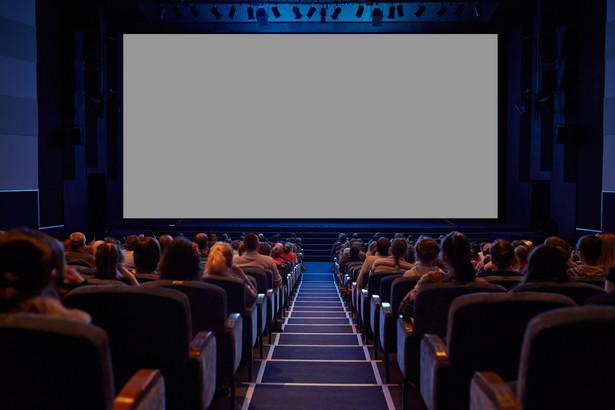 W ubiegłym roku jeden multipleks dysponował średnio 2174 miejscami na widowni oraz wyświetlił 17,9 tys. seansów.