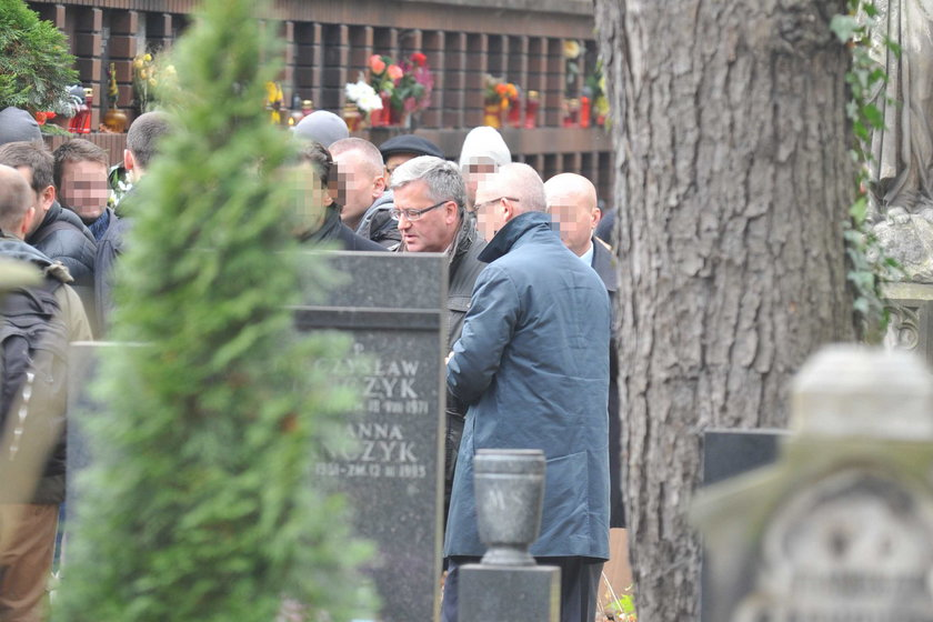 Prezydent Bronisław Komorowski z rodziną był 1 listopada na Powązkach