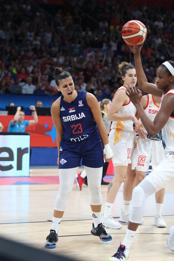 Ana Dabović je igrala sa povređenom rukom