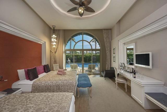 Lagoon room