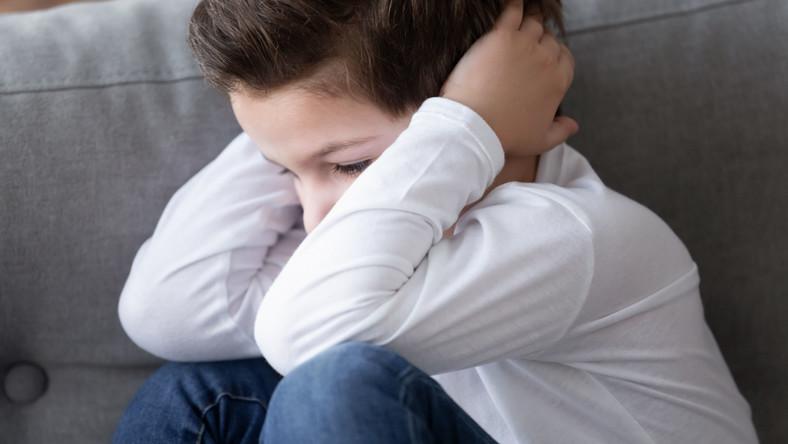 Zestresowane dziecko, ma problem, lęk