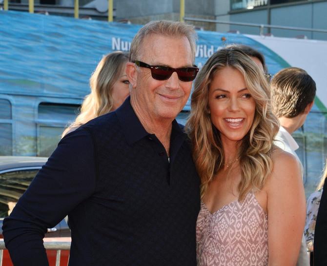 Kevin Kostner sa drugom suprugom