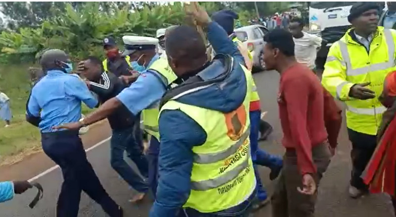 Police officers attacked by angry mob in Kirinyaga