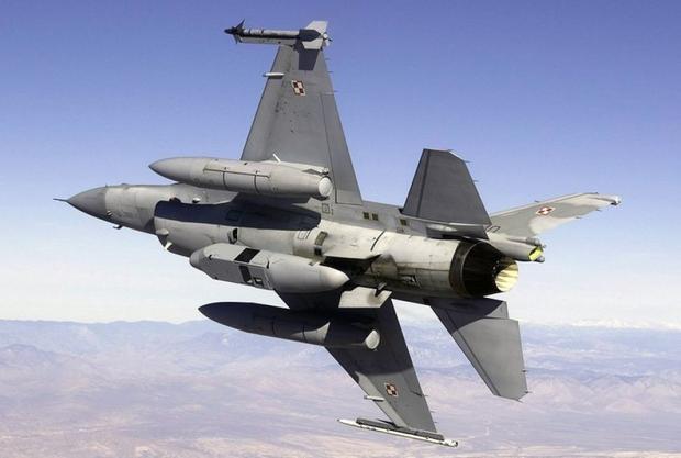 Polski F-16 z zasobnikiem DB-110 RAPTOR