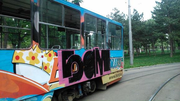 Grafit kojim je, navodno, dečak ispisao po tramvaju