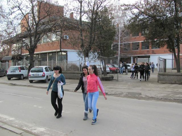 Kod Hemijske škole jedva se vidi pešaki prelaz