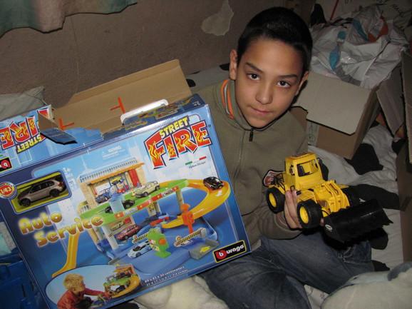 Đorđe dobio prve igračke